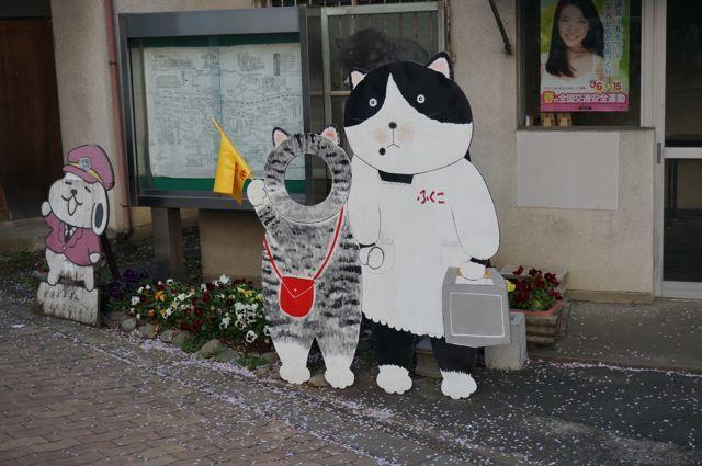 猫の交番前にある猫の看板1