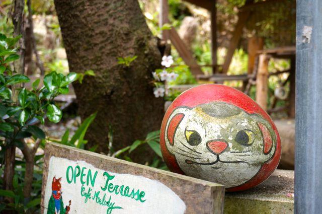 オープンテラス前の福石猫