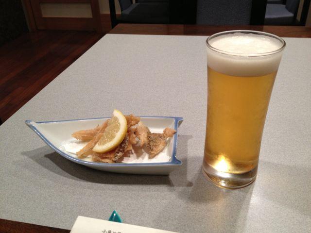 骨せんべいとビール