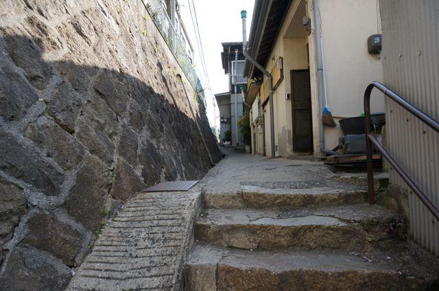 路地の石段