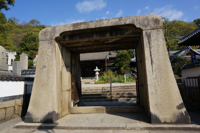 持光寺の山門