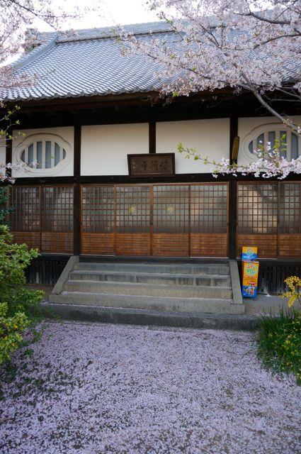 信行寺本堂