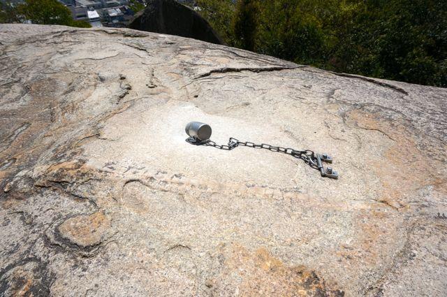 鼓岩の真ん中