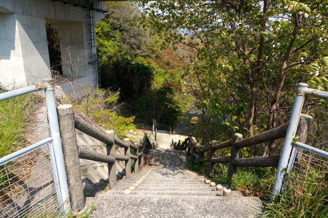 はっさく屋への階段