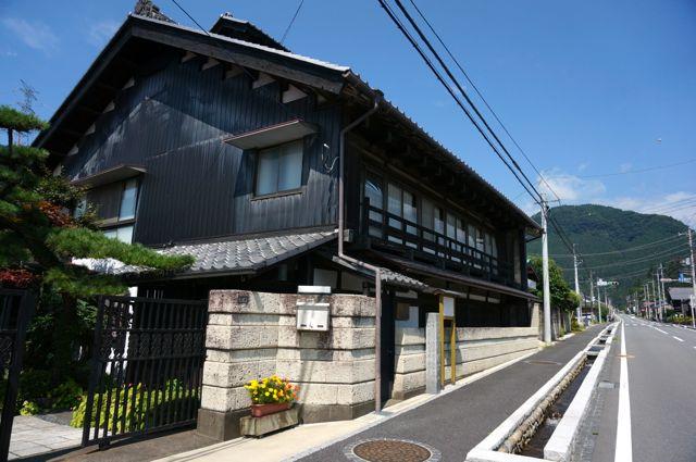 坂本宿の趣のある建物1