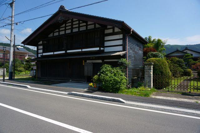 坂本宿の趣のある建物2