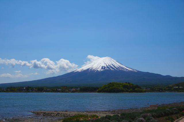 大石公園から見る河口湖と富士山