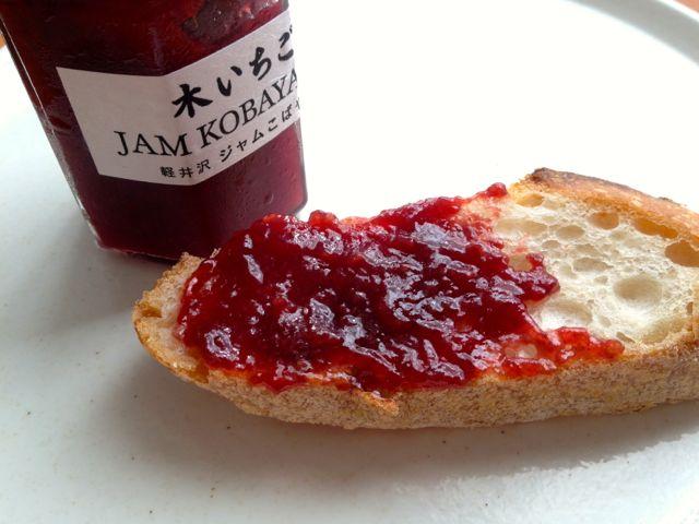木いちごジャムとパン