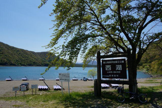西湖北東側の看板