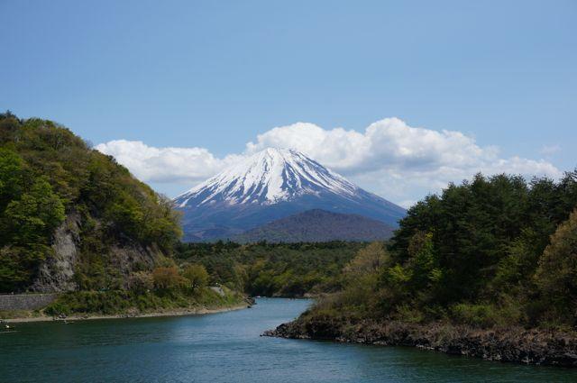 精進湖と富士山1