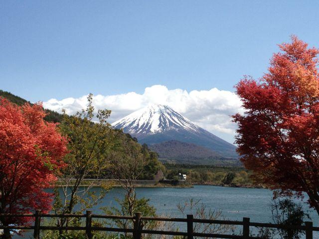 精進湖と富士山2