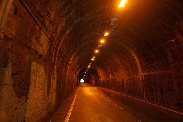 桃ヶ沢トンネル内部