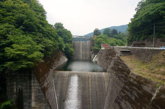 青梅街道から見た小河内ダム