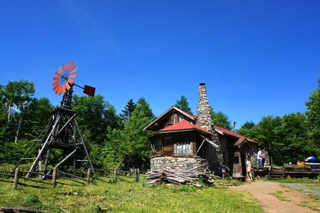 五郎の石の家と風車