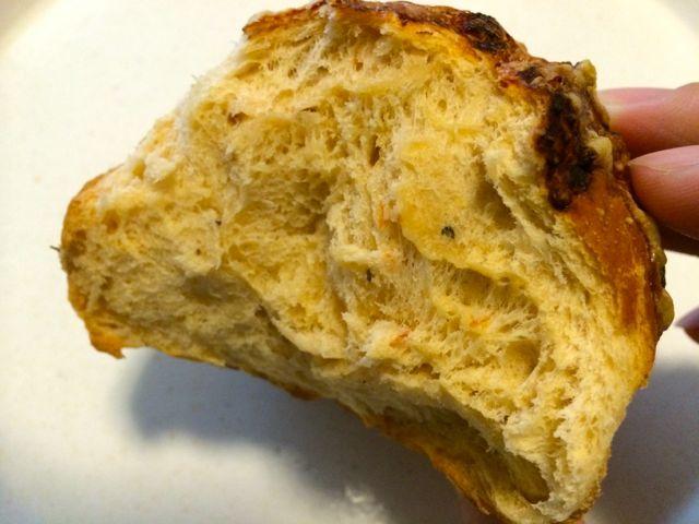 バジルトマトパン断面