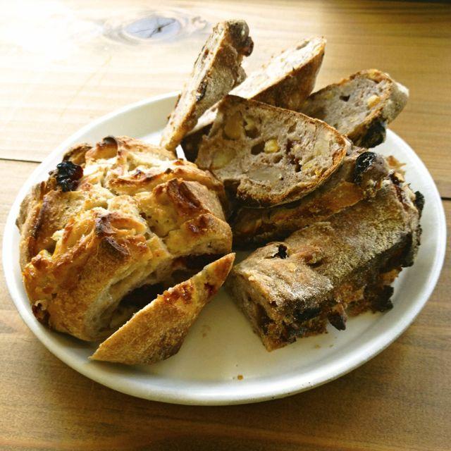 サニーサイドキッチンのパン
