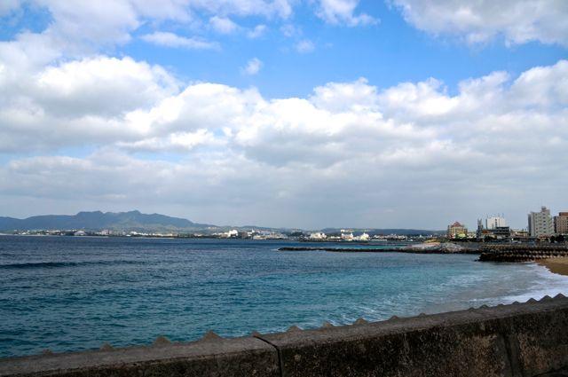 国道58号から見える海・名護市数久田〜世富慶付近