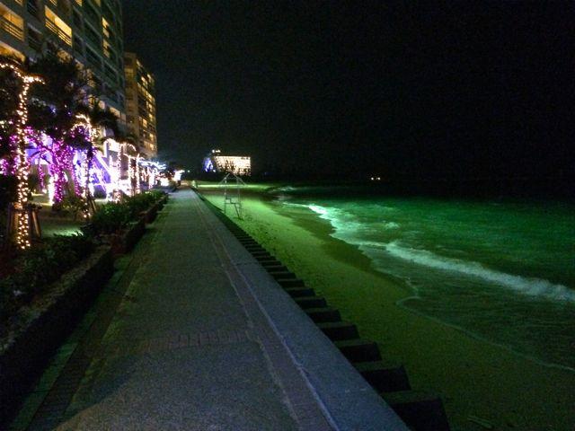夜のリザンシーパークビーチ