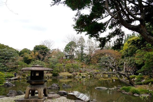 旧古河庭園・雪見灯籠と心字池