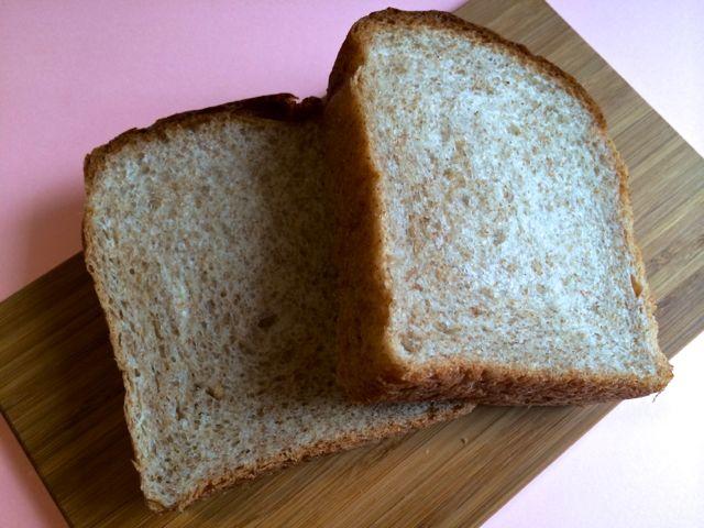 カラヘオベーカリーの全粒粉のパン