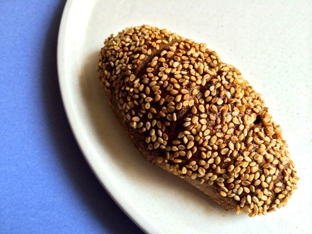 天然酵母のいちじくとくるみのパン