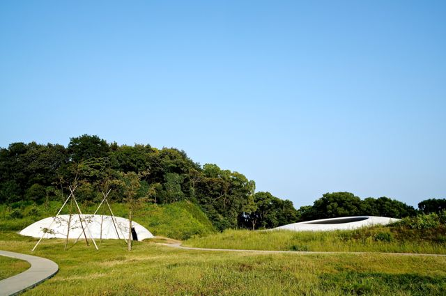 豊島美術館