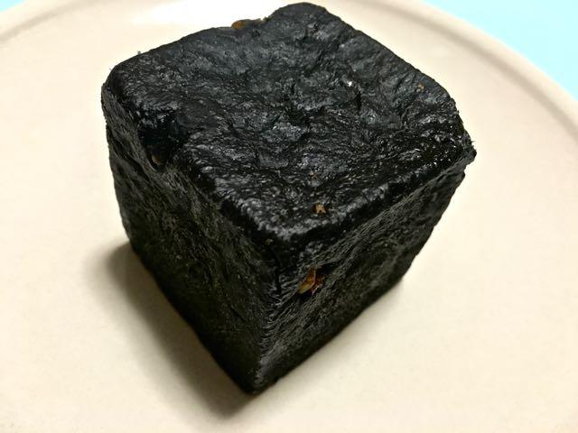 竹炭とくるみのぱん